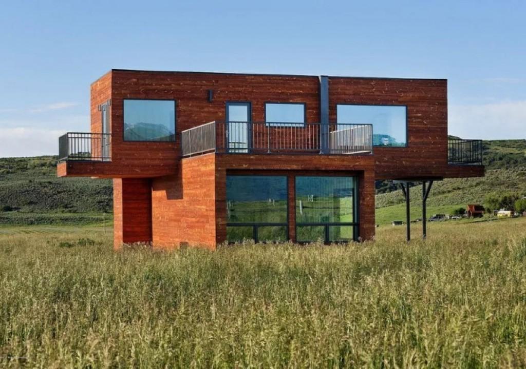 Imagem da notícia: - Sim é mesmo verdade, uma casa feita de contentores!