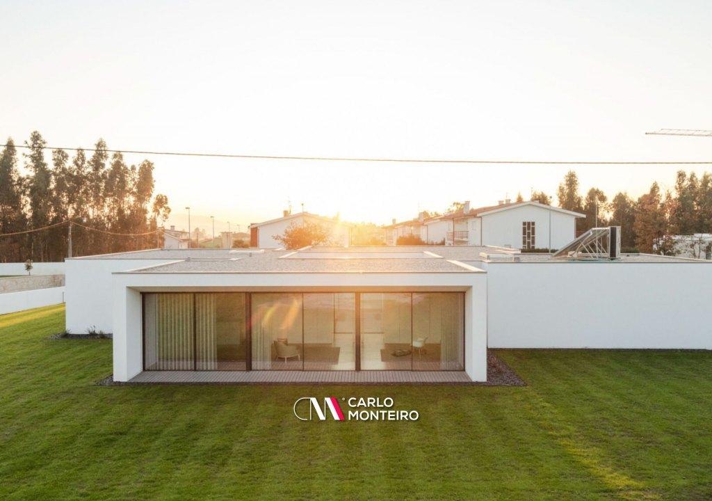 Imagem da notícia: - Casa em Barcelos vence prémio internacional de arquitetura em Los Angeles